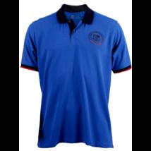 A Camp Nou királykék galléros pólója